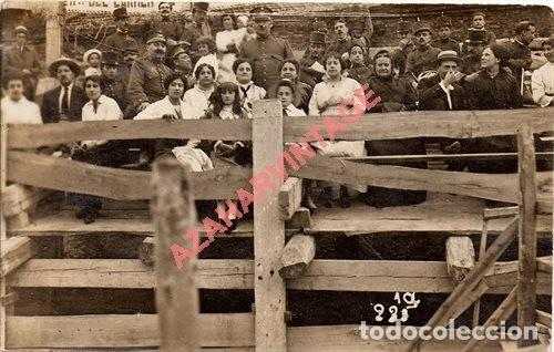 FOTO-POSTAL DE VICH: PLAÇA DE TOROS, MILITARES .FOT.PALMAROLA DE VICH, 1916 (Postales - España - Cataluña Antigua (hasta 1939))