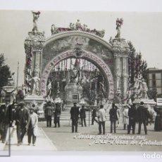 Postales: ANTIGUA POSTAL FOTOGRÁFICA - BARCELONA. FIESTAS DE BARCELONA, 1910. ARCO PLAZA CATALUNYA - AÑOS 20. Lote 105236803