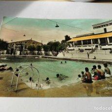 Postales: MAGNIFICA ANTIGUA POSTAL DE IGUALADA PISCINA MUNICIPAL DEL 1960. Lote 114010987