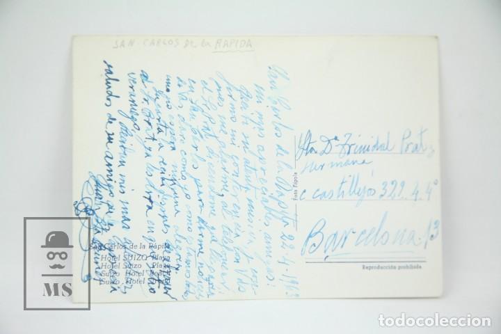 Postales: Postal Fotográfica - San Carlos De la Rápita, Hotel Suizo Playa / Tarragona - Ed. Figols - Años 60 - Foto 2 - 114911871