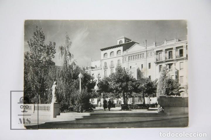 POSTAL FOTOGRÁFICA - VALLS, PLAZA DE LOS MÁRTIRES / TARRAGONA - ED. RAYMOND - AÑOS 60 (Postales - España - Cataluña Moderna (desde 1940))