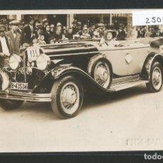 Postales: BARCELONA - AUTOMÓVIL AL PASSEIG DE GRÀCIA - FOTO BALTÁ Y RIBA - P25040. Lote 115584231