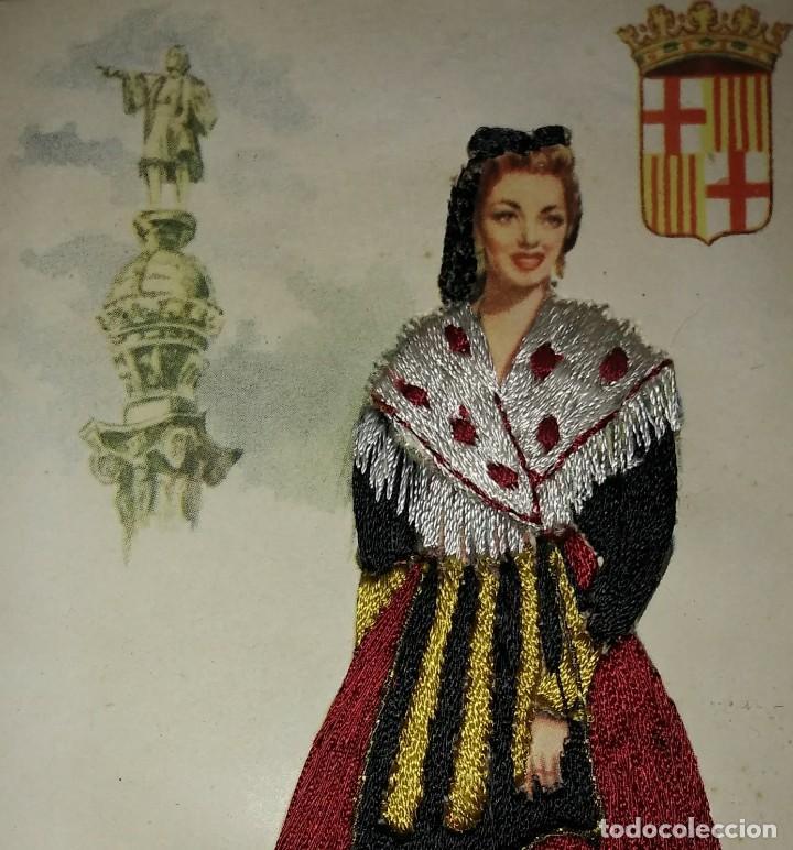 BARCELONA POSTAL BORDADA CON HILO TRAJE TÍPICO BARCELONA CATALUNYA CATALUÑA (Postales - España - Cataluña Antigua (hasta 1939))