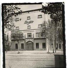 Postales: BARCELONA POSTAL FOTOGRÁFICA PUBLICIDAD DE COMERCIO NEGRA Y TORT NEGTOR. FELICITACION DE 1943.. Lote 125088451
