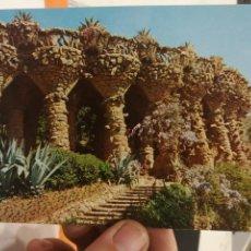 Postales: POSTAL BARCELONA PARQUE GUELL ARQUITECTO GAUDI PUENTE DE LOS ENAMORADOS. Lote 126476535