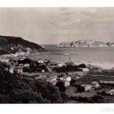 Postales: COSTA BRAVA - ESTARTIT- VISTA GENERAL AL FONDO LAS ISLAS MEDAS. Lote 129748311