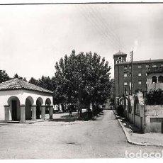 Postales: LERIDA AGRAMUNT PLAZA DEL POZO ED. FOTO RAYMOND, CIRCULADA. Lote 135248550