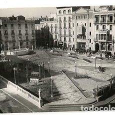 Postales: TARRAGONA VALLS PLAZA DE LOS MARTIRES VISTA GENERAL. FOTO A. GURI. SIN CIRCULAR. Lote 136501122
