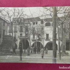 Postales: TARJETA POSTAL. BAÑOLAS PLAZA CONSTITUCION. Nº 49. J. CLARAMUNT. Lote 138830898