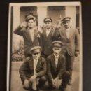 Postales: BARCELONA GUERRA CIVIL MILICIANOS REPUBLICA Y MILITARES EN CUARTEL POSTAL FOTOGRAFICA. Lote 140694478