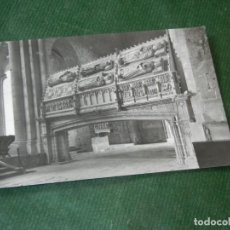 Postales: MONASTERIO DE POBLET - LAS TUMBAS REALES - CLISE PLASENCIA PO 1958 - CIRCULADA 1964. Lote 143035610
