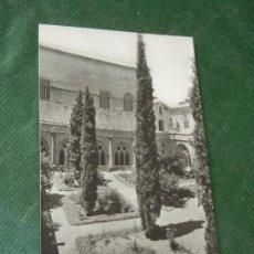Postales: MONASTERIO DE POBLET -CLAUSTRO Y PALACIO DEL REY MARTIN - CLISE PLASENCIA PO 1958. Lote 143036562