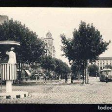 Postales: POSTAL DE LLEIDA: AVINGUDA DEL CAUDILLO. AUTOBUS, GUARDIA URBANO (RAYMOND NUM. 103). Lote 153861834