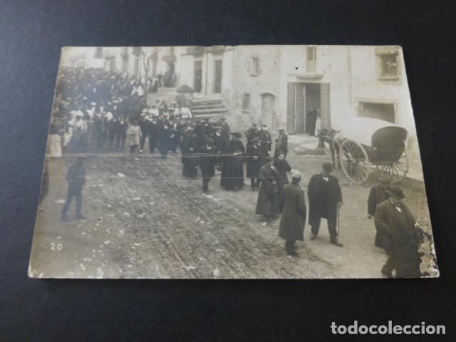 IGUALADA BARCELONA AUTORIDADES CIVILES Y RELIGIOSAS PROCESION O DESFIL POSTAL FOTOGRAFICA HACIA 1915 (Postales - España - Cataluña Antigua (hasta 1939))