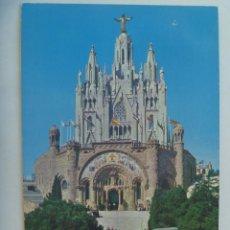Postales: POSTAL DE BARCELONA: CUMBRE DEL TIBIDABO CON IGLESIA SAGRADO CORAZON. AÑOS 60, TAXI DE EPOCA, ETC.. Lote 155995150