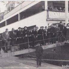 Postales: PUERTO DE BARCELONA - VAPOR MANUEL ARNUS - PEREGRINOS A JERUSALÉN MARZO 1934. Lote 164643486