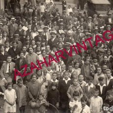 Postales: SANT HILARI SACALM, CIRCA 1910. RETRATO DE GRUPO EN LA PLAZA DEL PUEBLO.. Lote 167291604
