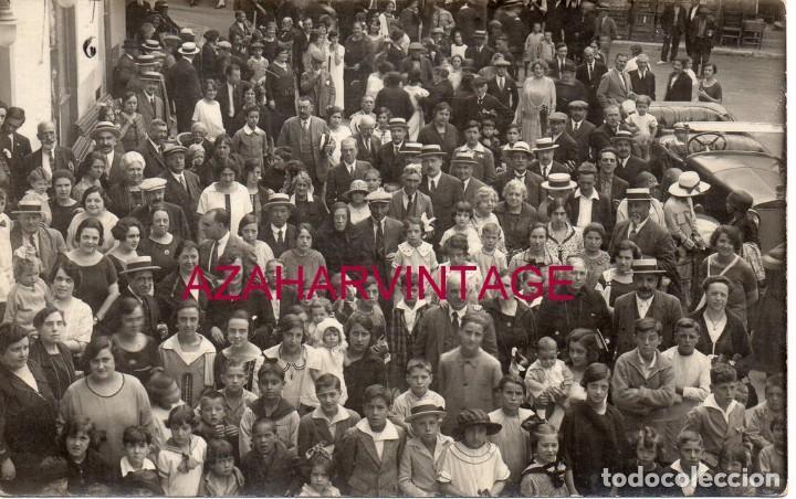 SANT HILARI SACALM, CIRCA 1910. RETRATO DE GRUPO EN LA PLAZA DEL PUEBLO. (Postales - España - Cataluña Antigua (hasta 1939))