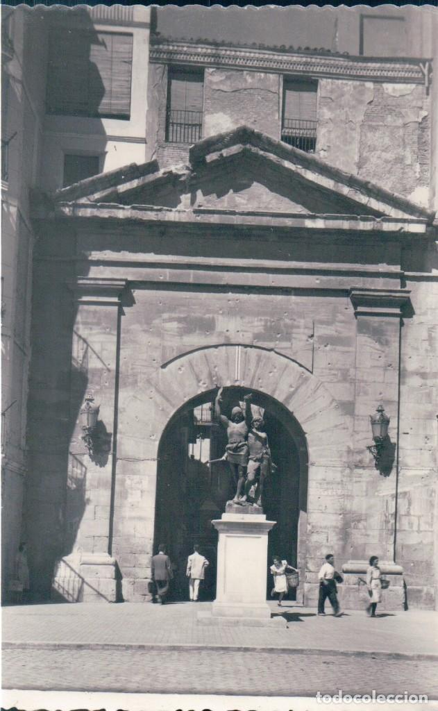 POSTAL LERIDA - ARCO DEL PUENTE Y MONUMENTO A MENDIVIL Y MANDONIO - GARRABELLA 18 (Postales - España - Cataluña Antigua (hasta 1939))