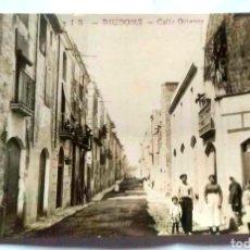 Postales: POSTAL FOTOGRÁFICA RIUDOMS CALLE ORIENTE ORIGINAL DE ÉPOCA. Lote 167813042