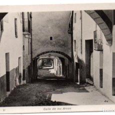 Postales: PS8179 FALSET 'CALLE DE LOS ARCOS'. FOTOGRÁFICA. AGUILÓ. CIRCULADA. 1957. Lote 168572788