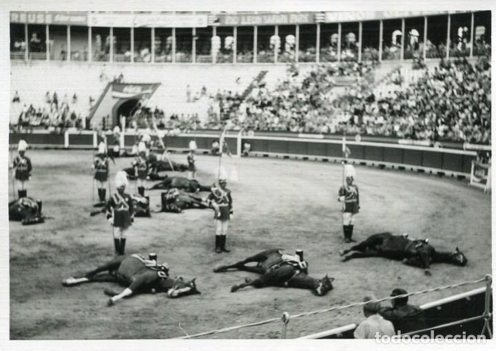 BARCELONA-GUARDIA URBANA A CABALLO-PLAZA DE LAS ARENAS- FOTOGRÁFICA- RARA (Postales - España - Cataluña Moderna (desde 1940))