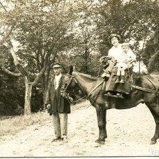 Postales: BARCELONA-VALLCARCA- MADRE Y HIJO MONTADAS A CABALLO-FOTOGRÁFICA AÑO 1918-MUY RARA. Lote 171886595