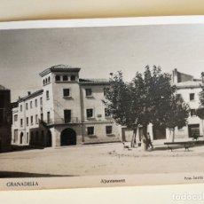 Postales: FOTOGRAFIA POSTAL GRANADELLA AJUNTAMENT (LLEIDA) FOTO. SENTIS - CIRCULADA CON SELLO DE FRANCO. Lote 172235987