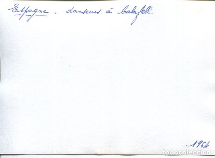 Postales: CALAFELL-BAILES TÍPICOS-PLAZA-AÑO 1964-FOTOGRÁFICA MUY RARA - Foto 2 - 175179422