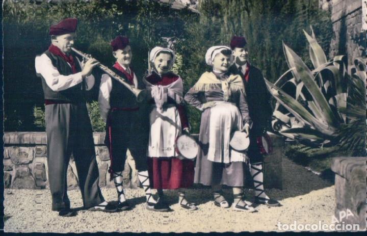 POSTAL BARCELONA - EN PAYS CATALAN - GROUPE FOLKLORIQUE - DANSEURS CATALANS - APA (Postales - España - Cataluña Antigua (hasta 1939))