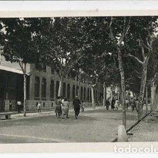 Postales: BARCELONA VILANOVA I GELTRU RAMBLA DE LA PAU I ENTRADA FABRICA PIRELLI. ED. INST. GRAF. OLIVA. Lote 177941498