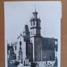 Postales: POSTAL ARENYS DE MAR IGLESIA PARROQUIAL FOTO GASSO CIRCULADA 9 X 14 CM (APROX). Lote 178670092