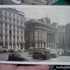 Postales: BARCELONA AV DE LA CATEDRAL ESCRITA C Y Z DIST SOBERANAS COCHES EPOCA . Lote 192339428