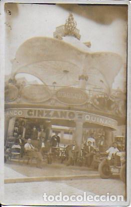 QUIOSCO DE BARCELONA. COCHE MATRÍCULA B-7520 ( AÑO 1921 ). 14X9 CM. (Postales - España - Cataluña Antigua (hasta 1939))