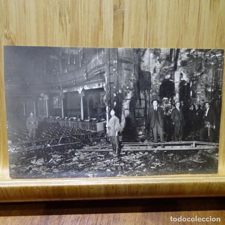FOTO-POSTAL DE TEATRO QUEMADO EN BARCELONA.FOTO MATEO.DERECHO DE PUBLICACIÓN 5 PESETAS. (Postales - España - Cataluña Antigua (hasta 1939))