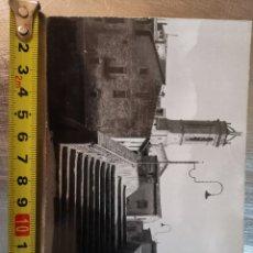 Postales: POSTAL DE LA BISBAL, PUENTE VIEJO Y CAMPANARIO. FOTO RIERA. ESCRITA EN 1963. Lote 194326887
