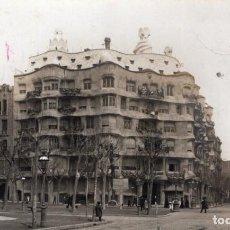 Postales: BARCELONA. BYP, 8. PASEO DE GRACIA Y LA PEDRERA DE GAUDÍ. Lote 194571757
