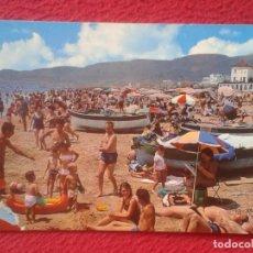 Postales: POSTAL POST CARD CASTELLDEFELS BARCELONA VIS COLOR, PLAYA SOMBRILLAS BARCAS GENTE TOMANDO EL SOL..... Lote 194787798