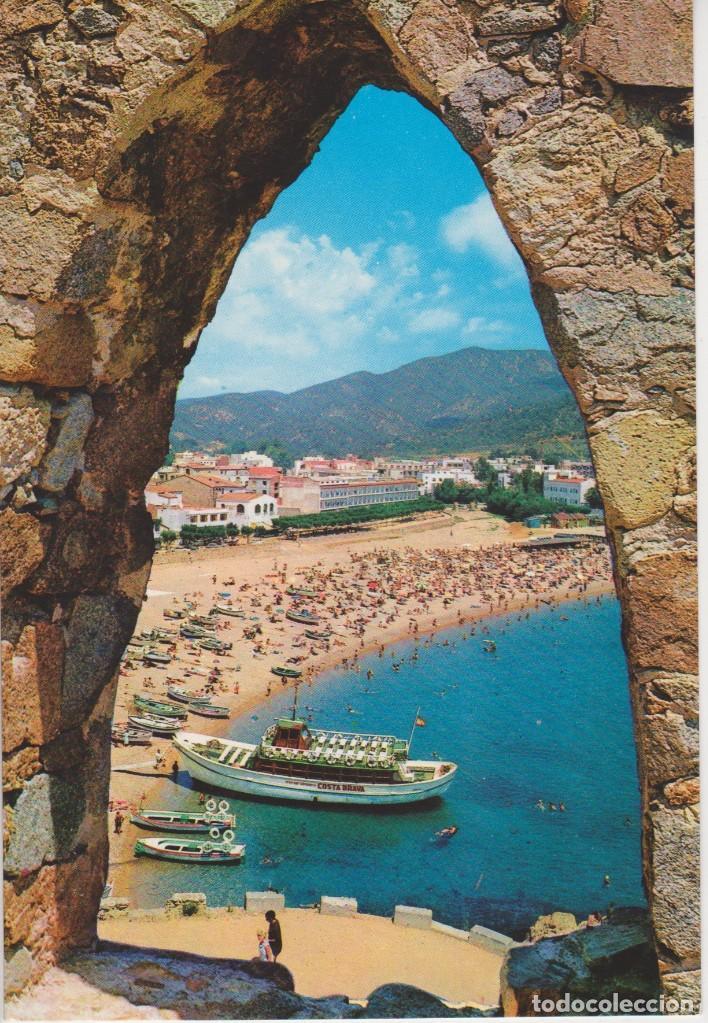 (452) TOSSA DE MAR. LA PLAYA A TRAVES DE UNA OJIVA DEL MURALLON (Postales - España - Cataluña Moderna (desde 1940))