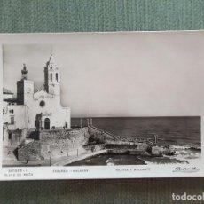 Postales: POSTAL SITGES PLAYA DE MODA IGLESIA Y BALUARTE. Lote 194990078
