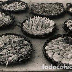 Postales: POSTAL DE CAMBRILS PESCA RECIEN LLEGADA . FOTO RAYMOND. Lote 195071202