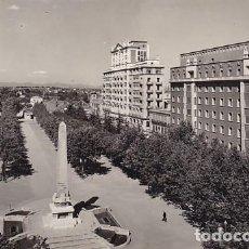 Postales: TARRAGONA REUS AVENIDA DE LOS MARTIRES ED. RAYMOND Nº 25. Lote 195214506