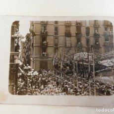 Postales: ANTIGUA TARJETA POSTAL FOTOGRAFICA FIESTA EN BARCELONA - SIN CIRCULAR. Lote 195242856