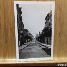 Postales: POSTAL DE BLANES.10.CARRER AMPLE.EDIT. ARTAU.. Lote 195438211