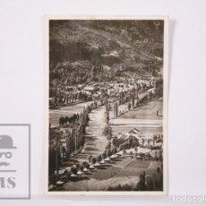 Postales: ANTIGUA POSTAL FOTOGRÁFICA - VALLE DE ARÁN, LÉRIDA / LLEIDA. 7552, LÉS, PUEBLO Y RÍO GARONA - 1945. Lote 204237391