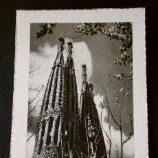Postales: BARCELONA - SAGRADA FAMILIA - ANTIGUA FOTO ESTAMPA - TAMAÑO 11 X 7,3 CM - HUECOGRABADO. Lote 219703125