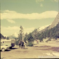Postales: DIAPOSITIVA ESPAÑA LÉRIDA VALL D´ARAN AIGÜES TORTES 1965 GRAN FORMATO 55MM FOTO SANTANA LAND ROVER. Lote 222001718