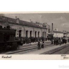 Postales: VENDRELL.-ESTACIÓN DEL FERROCARRIL. POSTAL FOTOGRÁFICA. ED. GÜIXENS.. Lote 234806120