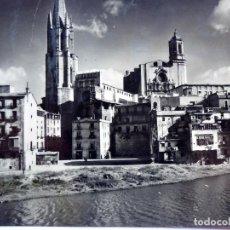Postales: P-12133. GERONA. EL RIO OÑAR Y LA IGLESIA DE SAN FÉLIX. CIRCULADA. AÑOS 60.. Lote 235257985