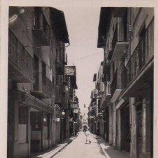 Postales: POSTAL DE PUIGCERDA - GIRONA - CATALUÑA - CALLE MAYOR - CARRER MAJOR - E.VIGUE. Lote 237874690